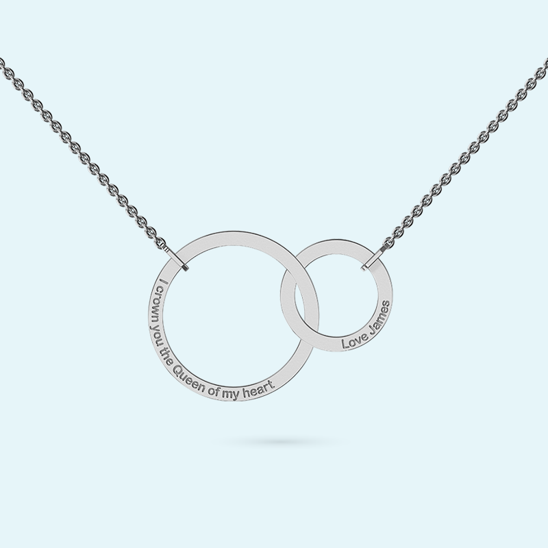 Interlocking rings as a necklace in sterling silver